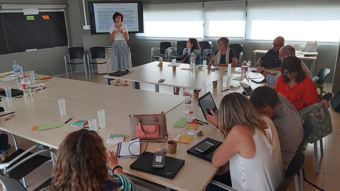 Proyecto LATITUD: taller con profesionales sobre la atención no presencial